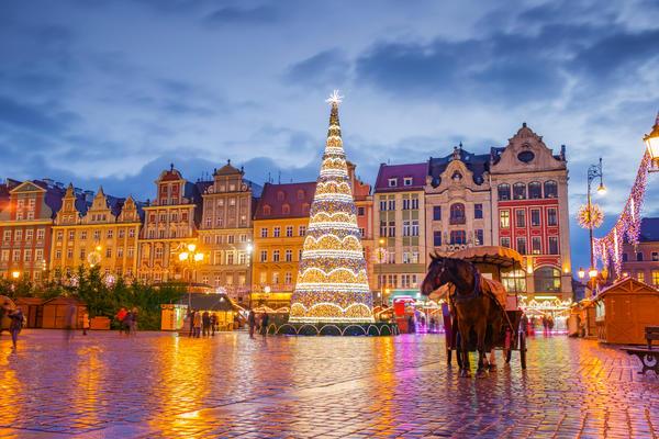 Rynek at Night in Wroclaw, Poland (Photo: Mariia Golovianko/Shutterstock)