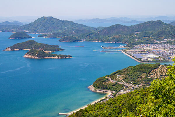 Landscape of Islands on the Seto Inland Sea, Mitoyo City, Shikoku, Japan (Photo: F.F.YSTW/Shutterstock)