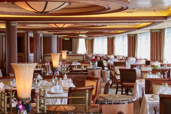 Queen's Grill Restaurant on Queen Elizabeth (Photo: Cunard)