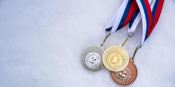Gold silver and bronze medal, white snow background (Photo: kovop58/Shutterstock)