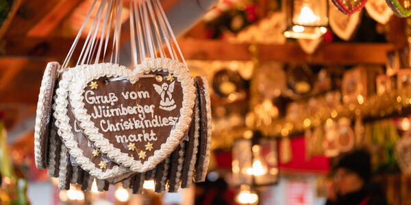 Traditional Gingerbread heart cookies from the Christmas Market in Nuremberg, Bavaria, Germany (Photo: Corinna Haselmayer/Shutterstock)