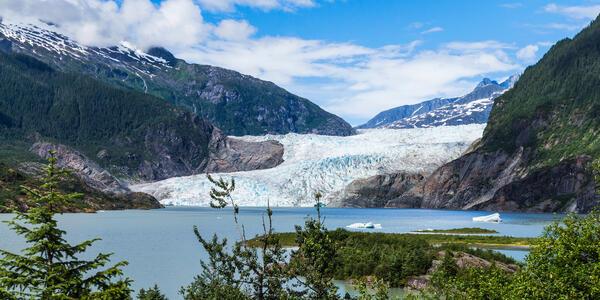 Mendenhall Glacier and Lake in Juneau, Alaska, USA in Summer (Photo: fon thachakul/Shutterstock)