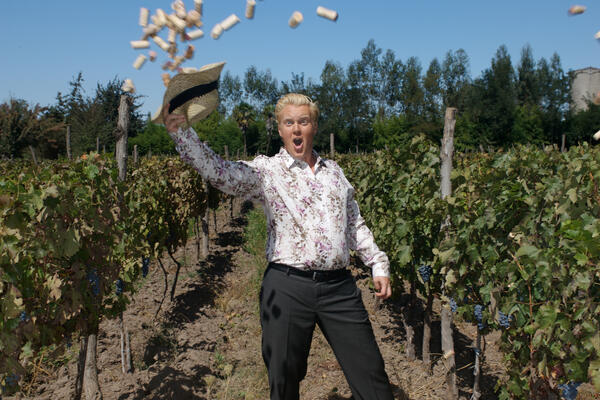 Olly Smith in a vineyard