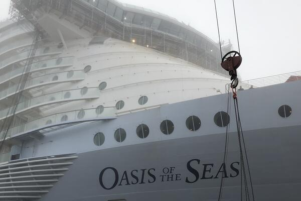Oasis of the Seas Under Refurbishment (Photo: Adam Coulter/Cruise Critic)