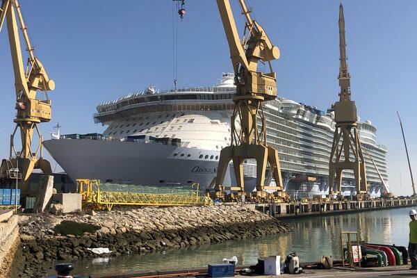 Oasis of the Seas in drydock at the Navantia shipyard in Cadiz, Spain (Photo: Adam Coulter)