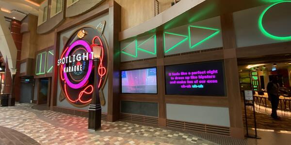 spotlight karaoke lounge on oasis of the seas cruise ship