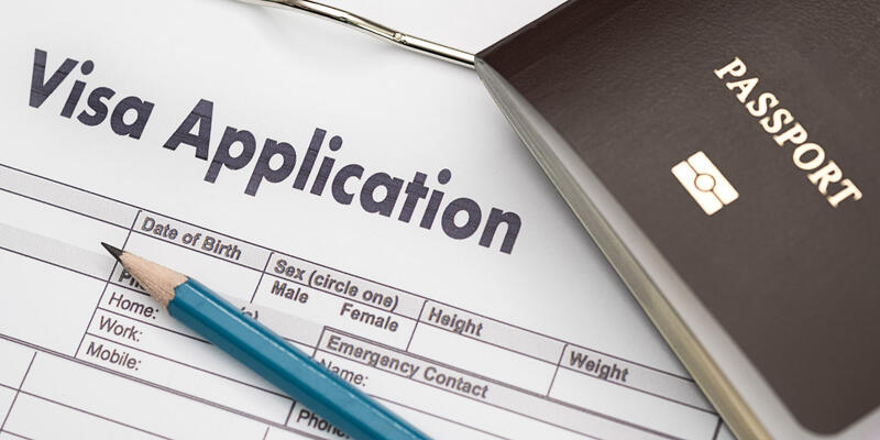 Visa application form (Photo: one photo/Shutterstock)