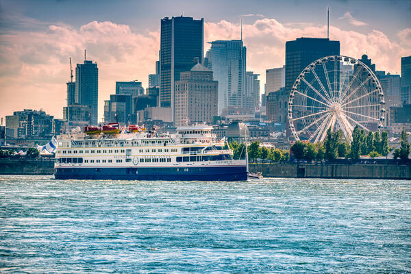 M/V Victory II cruises in Montreal, Quebéc (Photo: Victory Cruise Line)