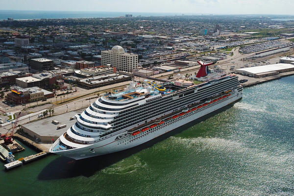 Carnival Dream docked in Galveston, Texas, USA (Photo: Galveston Island Convention & Visitors Bureau)
