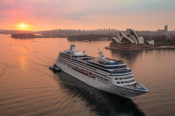 Oceania Regatta in smoky Sydney (Photo: Tim Faircloth)
