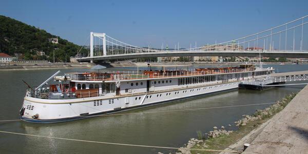 Royal Crown (Photo: Teeming River Cruises)