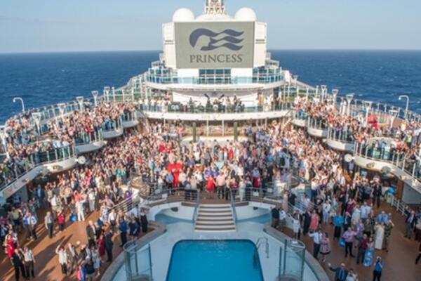 Vow renewal ceremony on Regal Princess (Photo: Princess Cruises)