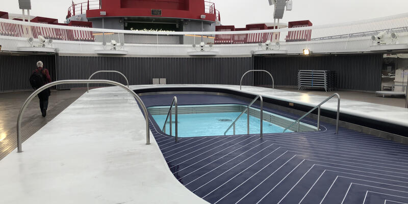 the main pool on scarlet lady
