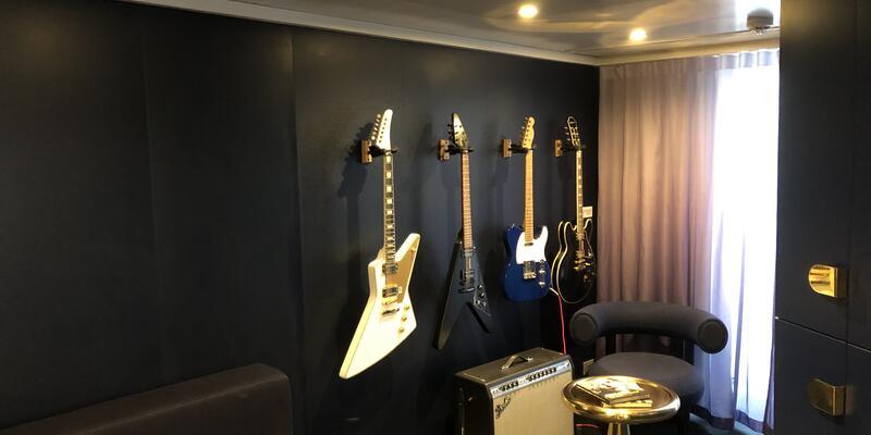 Mega Rock Star Suite Guitar Room