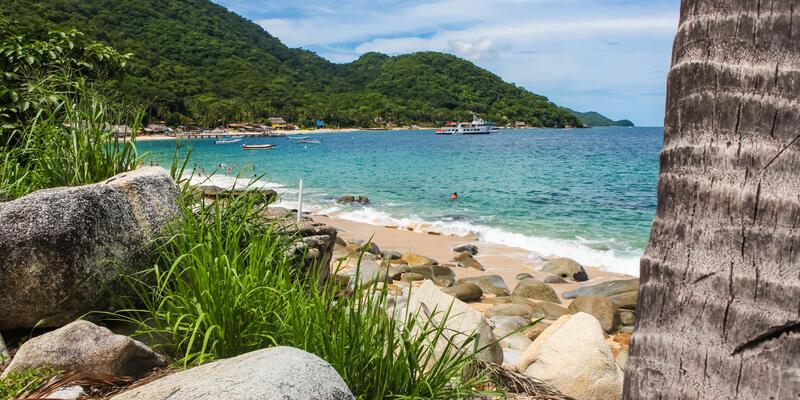 View at Playa las Animas near Puerto Vallarta in Mexico (Photo: Goran Bogicevic/Shutterstock)