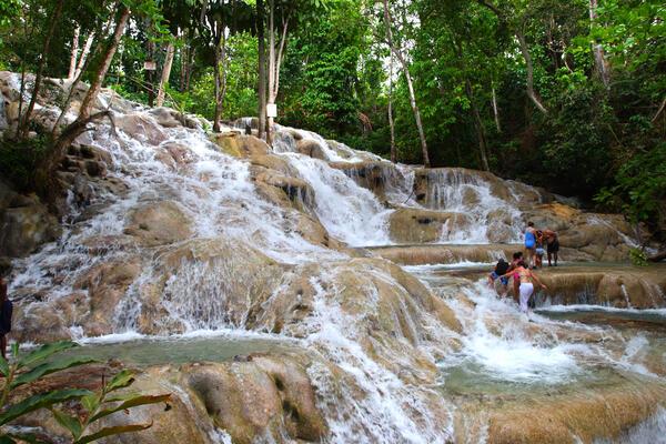 Hiking excursion at Dunn River Falls, Ocho Rios, Jamaica (Photo: CO Leong Shutterstock)