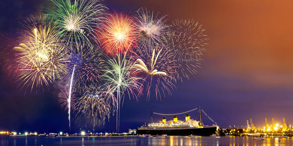 Fireworks in Long Beach (Photo: lilyling1982/Shutterstock.com)