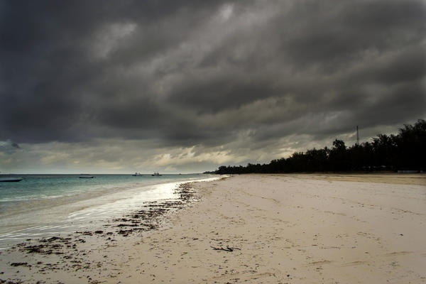 Storm Approaching in the Tropics (Photo: Aliaksei Putau/Shutterstock)