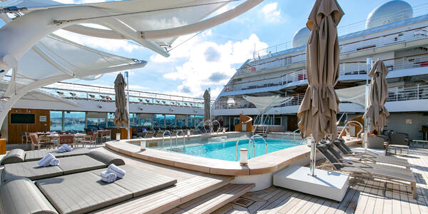 Main Pool on Seabourn Ovation (Photo: Cruise Critic)