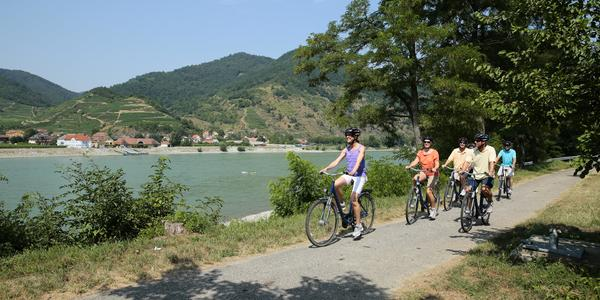 Bicycling excursion on the Danube hosted by Amawaterways (Photo: Amawaterways)