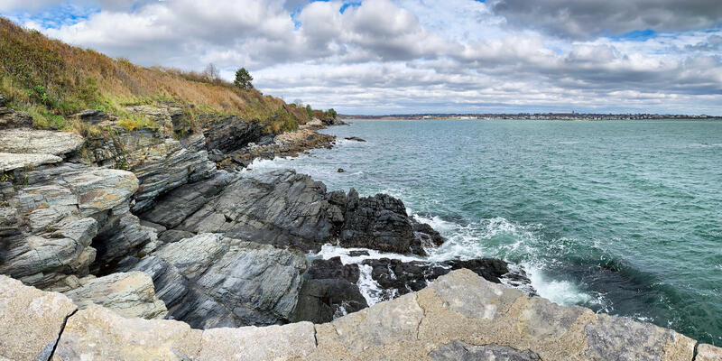 Cliff Walk, Newport Rhode Island (Photo: Gianpaolo_Photo/Shutterstock)