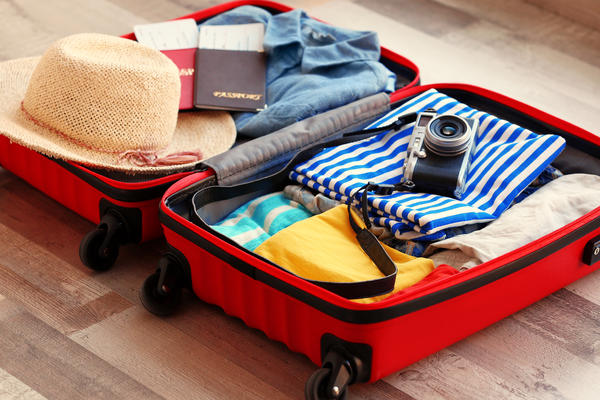 Suitcase with Summer Clothes (Photo: Africa Studio/Shutterstock)