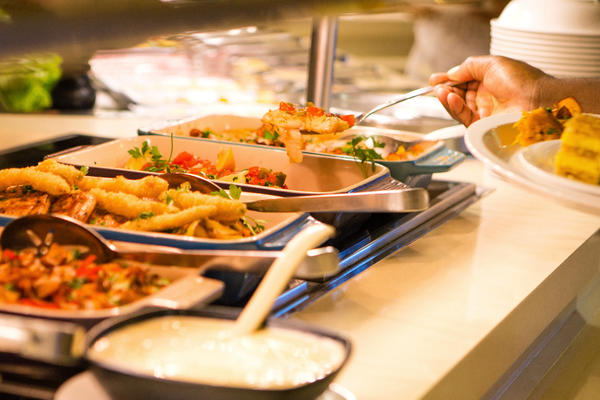 Carnival Breeze's Hot Food Selection Lido Marketplace (Photo: Carnival)