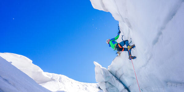 Mountaineer on an Adventure Extreme Ascent (Photo: Ondra Vacek/Shutterstock)