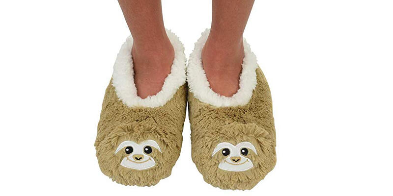 Snoozies Travel Slippers (Photo: Amazon)