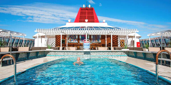 Fred Olsen Cruises Main Pool (Photo: Fred Olsen Cruises)