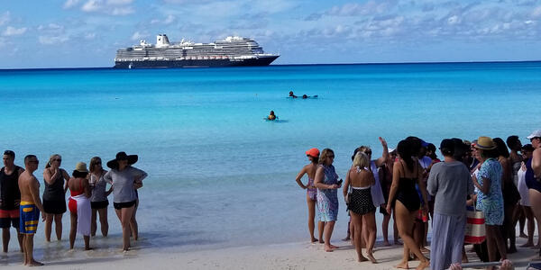 """Beach excursion on the Girls' Getaway sailing, designed by """"O, The Oprah Magazine"""" hosted on Nieuw Statendam (Photo: Colleen McDaniel)"""