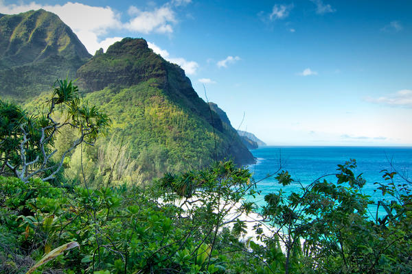 Na Pali Coast, Hawaii (Photo:  Kimberly Shavender/Shutterstock)