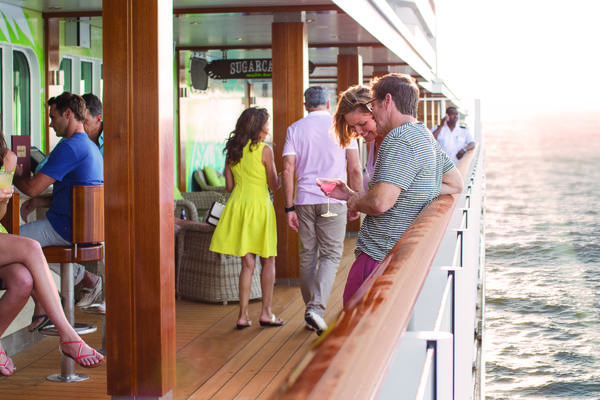 What Should I Wear on a Cruise? A Guide to Cruise Line Dress Codes (Photo: Norwegian Cruise Line)