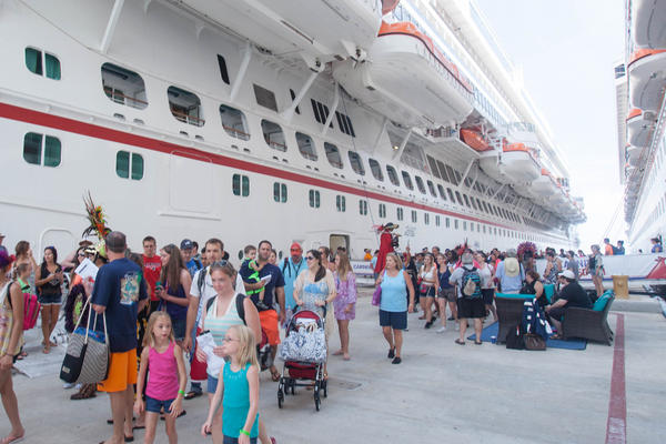 What to Expect on a Cruise: Getting Off the Ship (Photo: Cruise Critic)