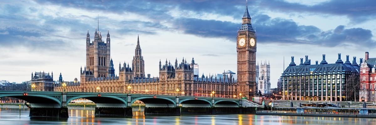 London skyline along the Thames River (Photo: TTstudio/Shutterstock)