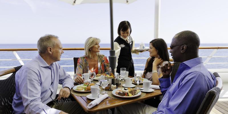 Dining on Azamara Quest (Photo: Azamara Cruises)