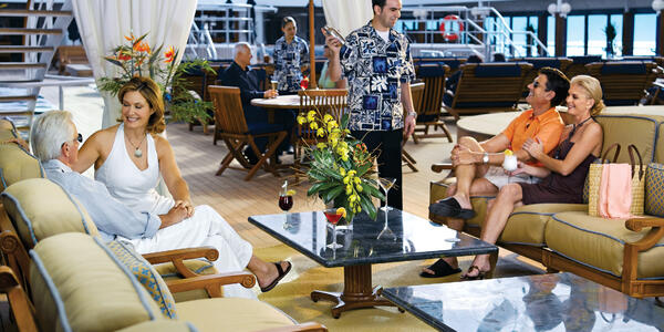 Passengers lounging on an Oceania cruise (Photo: Oceania Cruises)