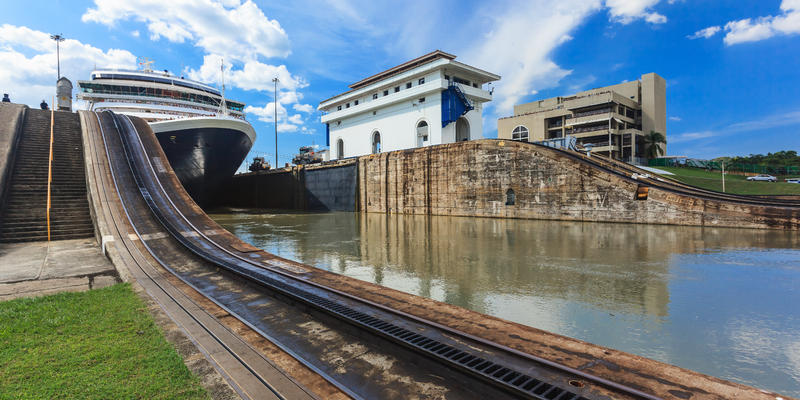 Cruise ship passing locks in the Panama Canal (Photo: Sorin Colac/Shutterstock)