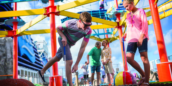 Family mini-golf on a Norwegian cruise (Photo: Norwegian Cruise Line)
