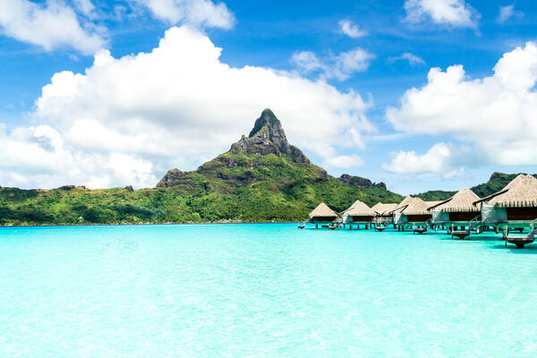 Bora Bora (Photo: Marcelo Alex/Shutterstock)