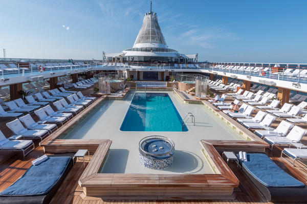 The Pool on Oceania Marina (Photo: Cruise Critic)