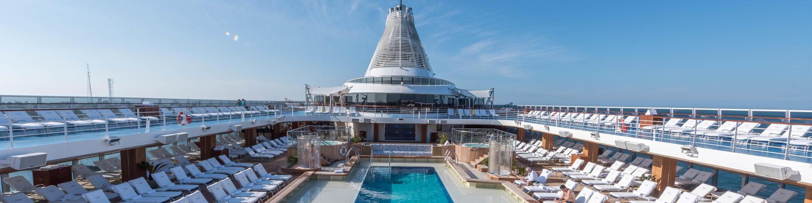 The Pool on Oceania Marina (Photo: Cruise Critic)