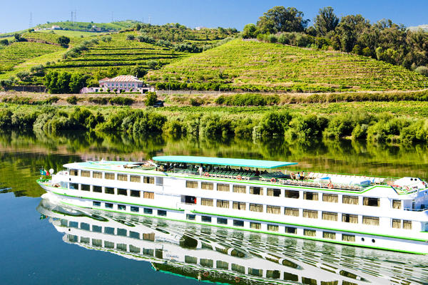 Cruise ship on the Douro River (Photo: PHB.cz (Richard Semik)/Shutterstock.com)
