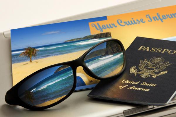Booking your cruise at home (Photo: Ricardo Reitmeyer/Shutterstock.com)