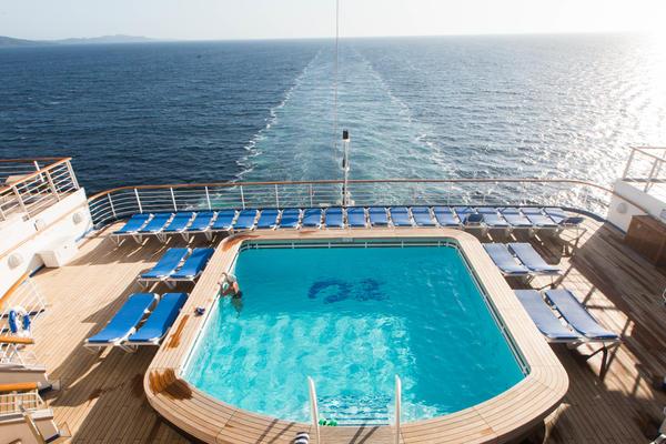 The Terrace Pool on Caribbean Princess (Photo: Cruise Critic)