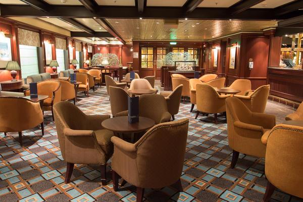 Wheelhouse Bar on Crown Princess (Photo: Cruise Critic)