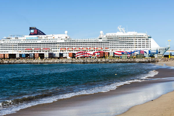 Pride of America in Hawaii (Photo: Cruise Critic)