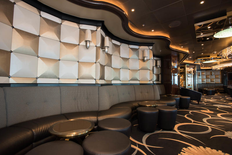 Club 6 on Regal Princess