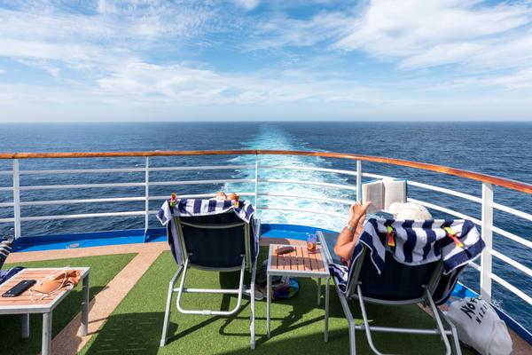 Cruise passengers on Emerald Princess (Photo: Cruise Critic)