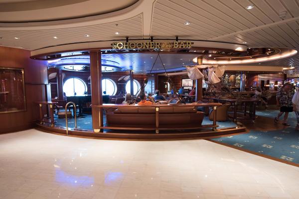 Schooner Bar on Freedom of the Seas (Photo: Cruise Critic)
